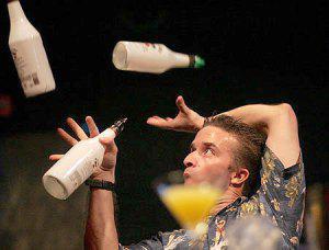"""Профессия бармен: """"игры в бутылочку"""" с элементами психоанализа и циркового шоу"""